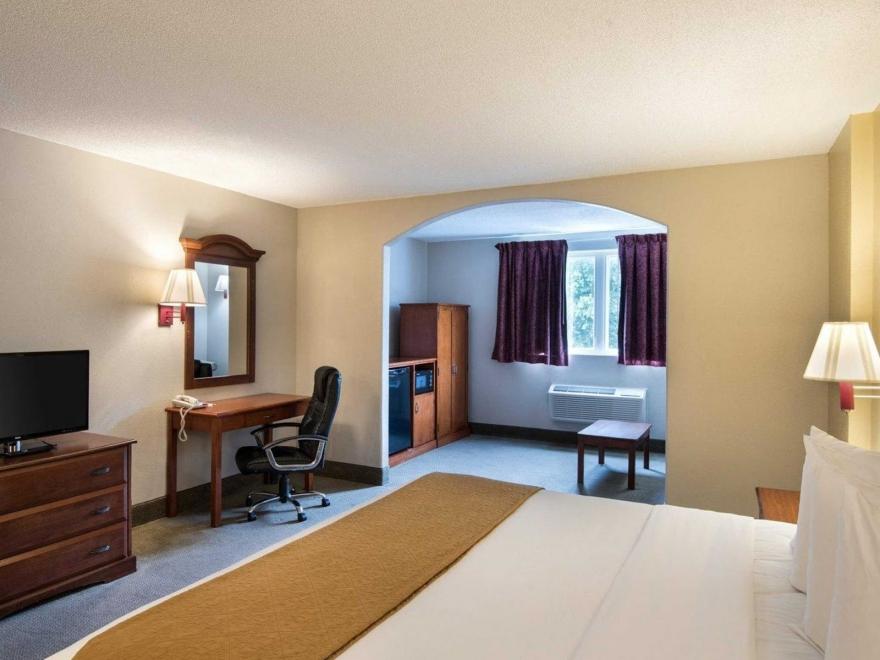 Days Inn & Suites by Wyndham Rehoboth Beach / Dewey